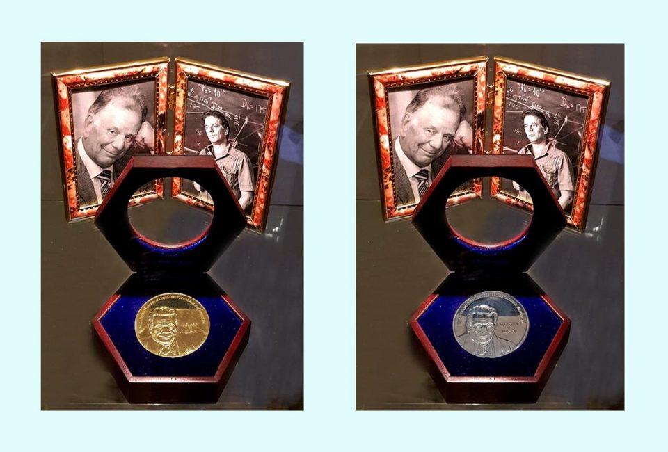 памятные медали, упаковку